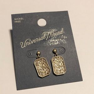 NWT universal thread earrings #300